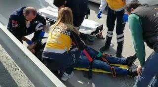 Motosikletten düşen sürücüye çarpmamak için kaza yaptılar