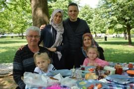 Dedeler ve torunları piknikte bir araya geldi