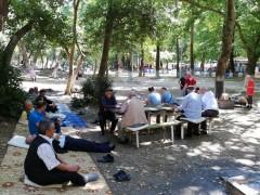 Huzurevi sakinleri piknikte stres attı