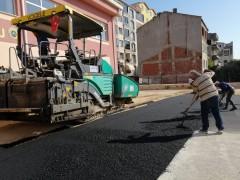 Gemlik Belediyesi'nden Şükrü Şenol Ortaokulu'na asfalt desteği