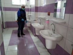 Gemlik Belediyesi okul tuvaletlerini ilâçlıyor